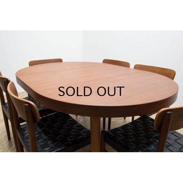 椅子は別売りでございます